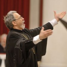Archpriest Kiril Popov conducts his work Come Ye, We'll Bow (photo: Vladimir Pos