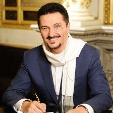 Polish tenor Piotr Beczala signs to Deutsche Grammophon
