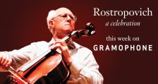 Rostropovich (photo: Clive Barda / Warner Classics)